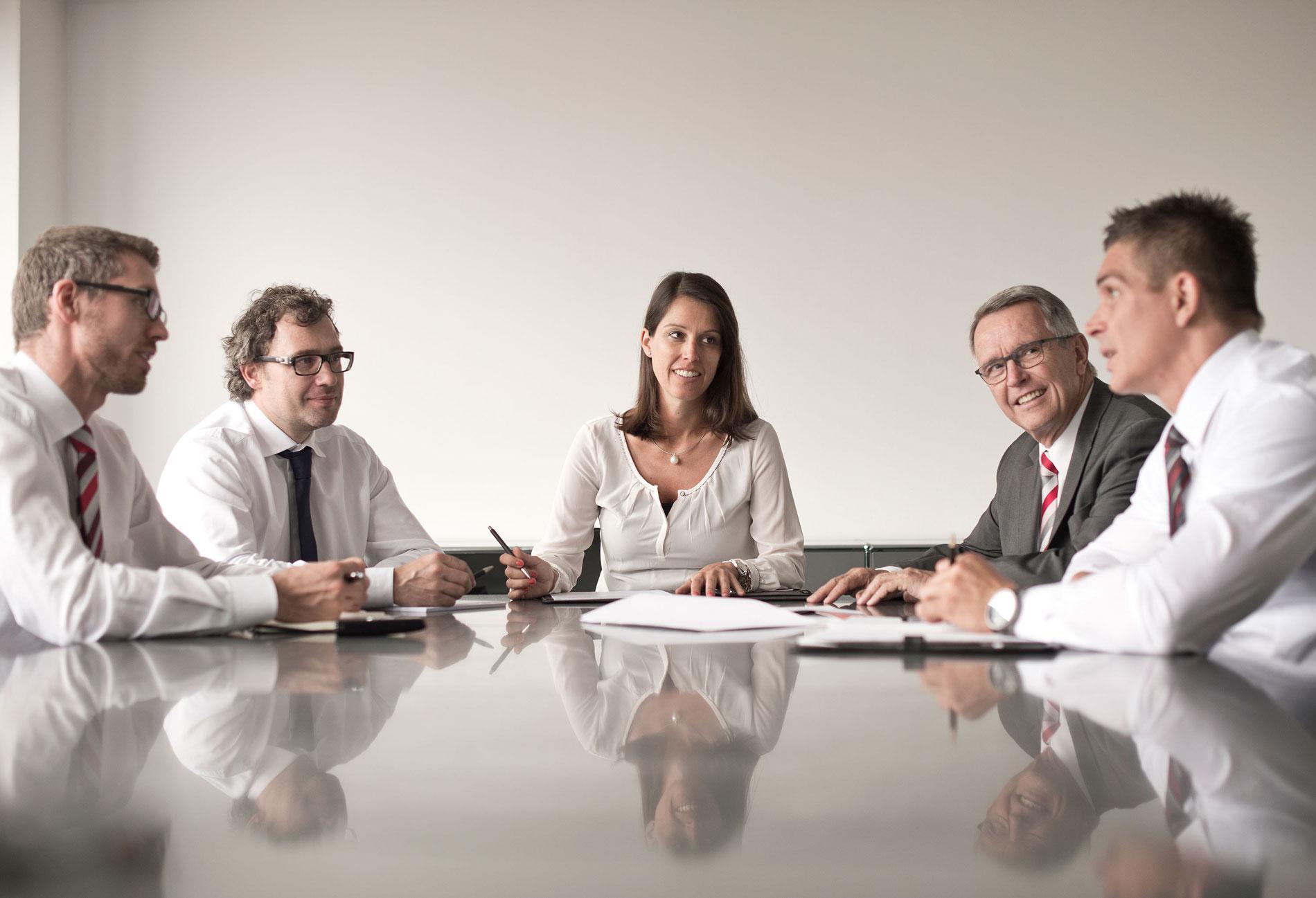 Unternehmensdarstellung Generationen meeting Leitung Führung Geschäftsführung Industrie